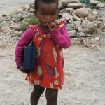 little-girl-with-lunchbox